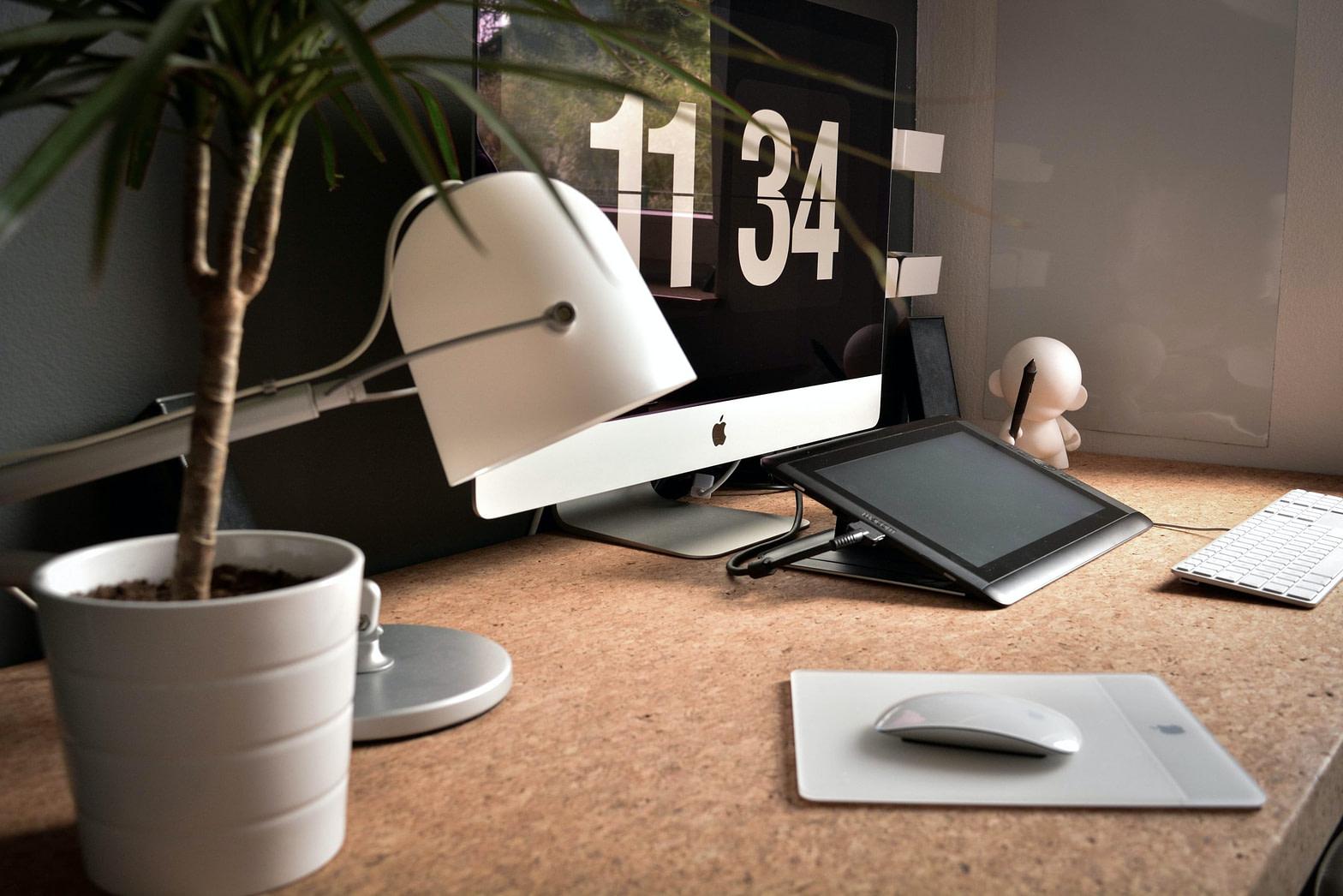 miejsce do pracy przy komputerze